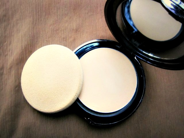 Lakme-Compact-Review