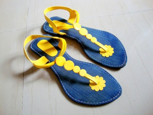 Yello-Blue-Foot-Wear