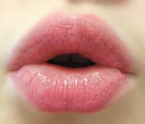How to Lighten Dark Lips with Natural Treatments?