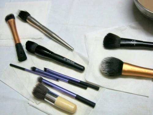 How-to-Clean-Your-Makeup-Brushes-MAC-brush-Cleanser