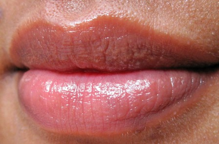 Maybelline-Color-Bloom-Lip-Balm-Peach-Blossom-Lip-swatch