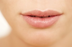 10 Natural Ways to Moisturize Dry Lips
