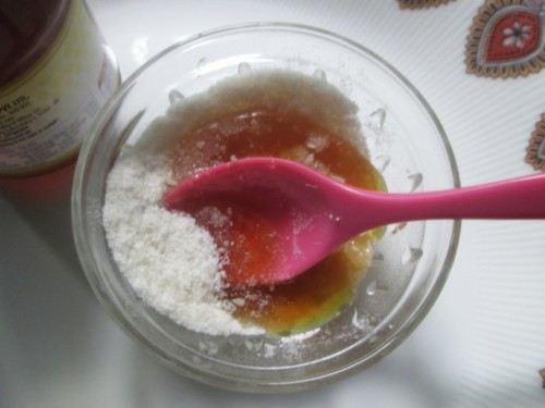 Rice-Powder-and-Honey-Whitening-Body-Scrub-4