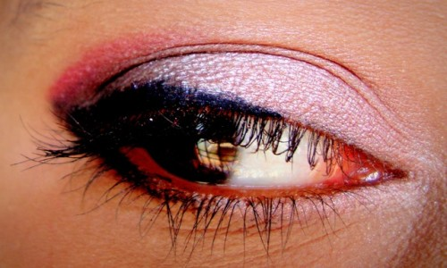 Rose-Gold-And-Plum-Eye-Makeup-Tutorial-2