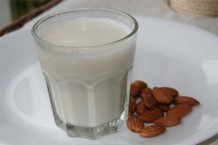 almond-yogurt-face-pack