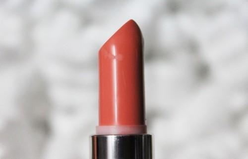 pale-peachy-pink-lipstick