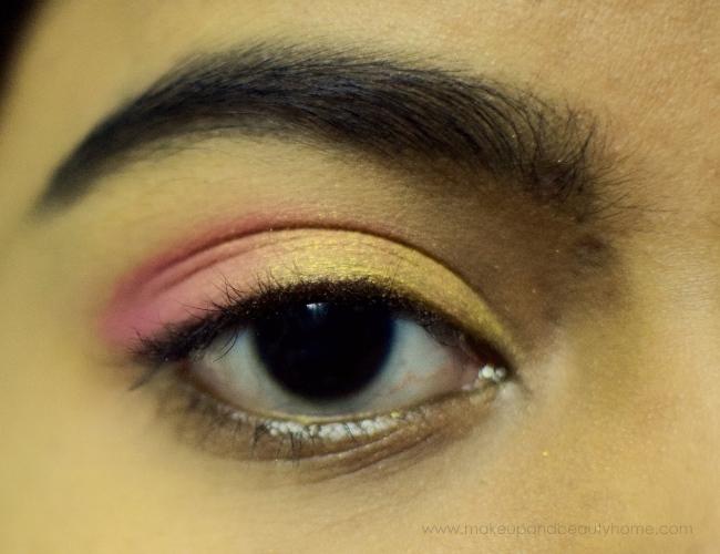 blending eyeshadows