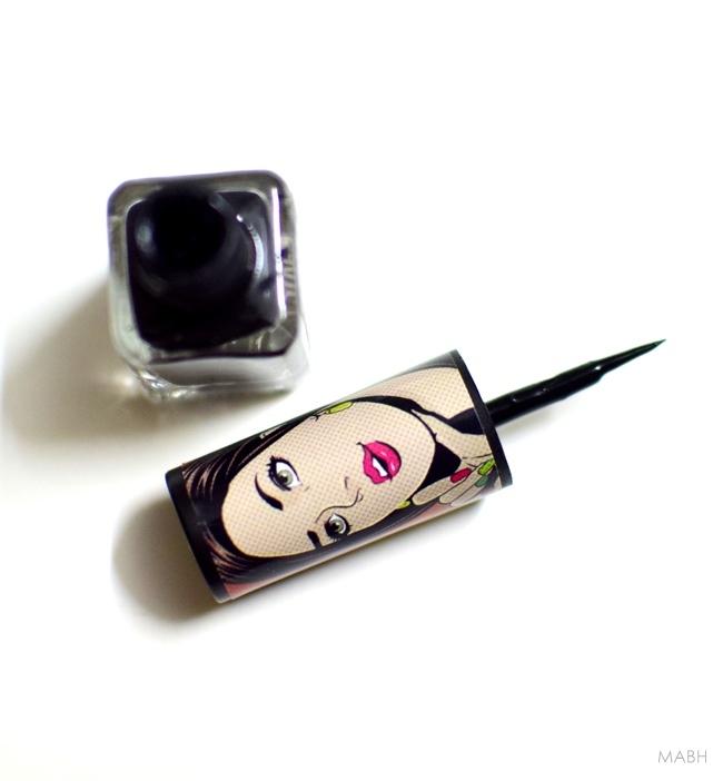 eyeliner applicator