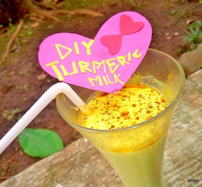 diy turmeric milk drink for pimples