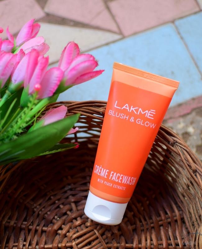 lakme blush and glow peach creme face wash